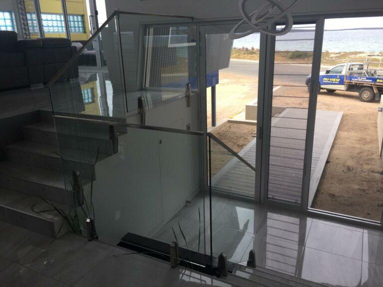 Nu-View Aluminium Windows, Doors & Glass - Balustrade around stairwell